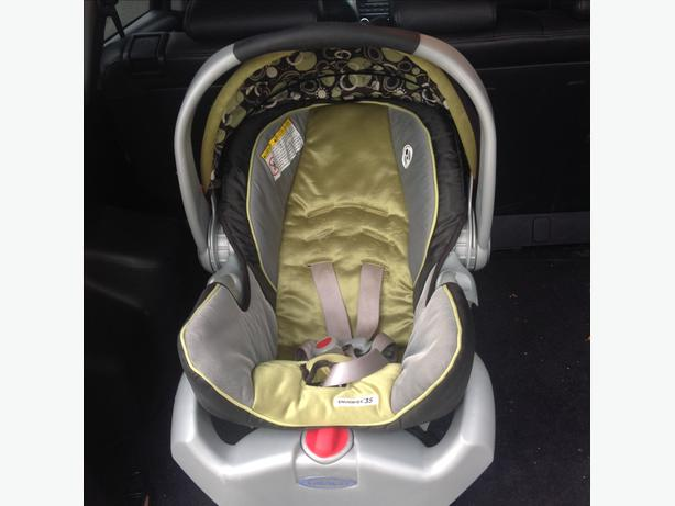 Graco Snugride Classic Connect Car Seat With Base