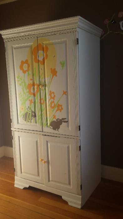 Spacious armoire victoria city