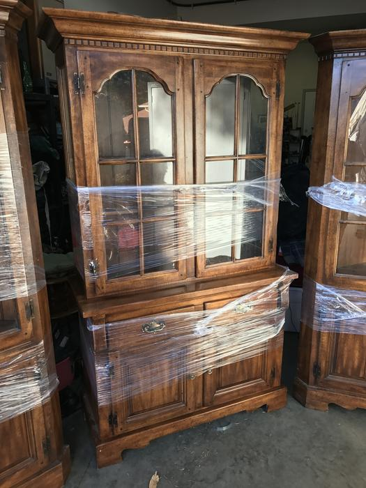 SOLID WOOD DISPLAY CABINET & 2 MATCHING CORNER CABINETS ...