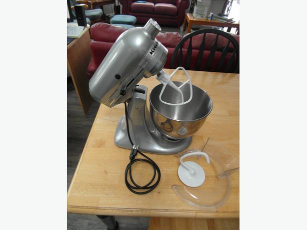 KitchenAid 325 watt Artisan mixer with attachments