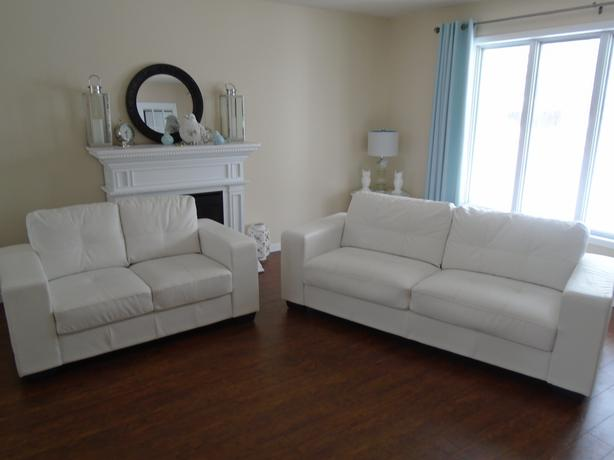 "GORGEOUS WHITE "" PELLISSIMA LEATHER "" SOFA & LOVESEAT *** CAN DELIVER"