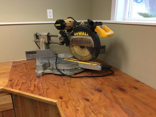 "DEWALT 12"" Dual Bevel Sliding Compound Miter Saw"