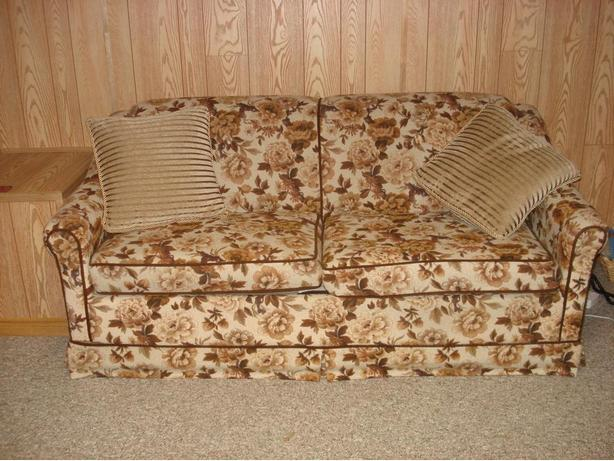 Chesterfield (Couch)/Hide-a-Bed