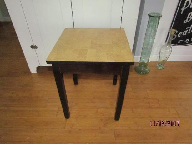 17 inch Dark Wood & Faux Cork Top End or Accessory Table
