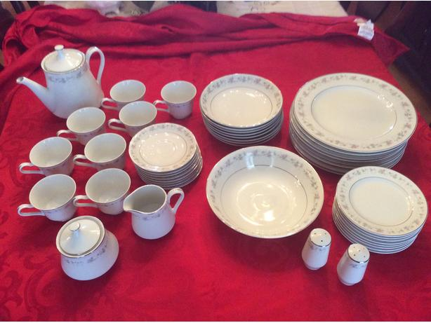 47Piece china set