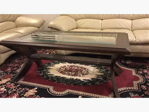 Elegent coffee table in very good condition