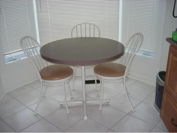 Table & Chairs - Kitchen