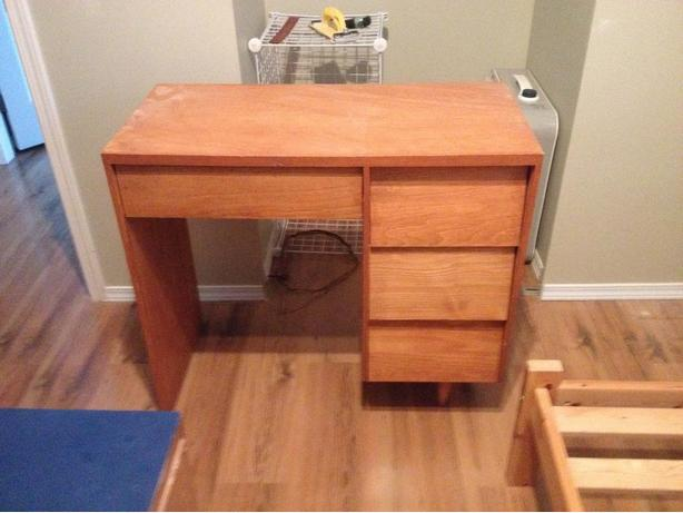 Free small students desk