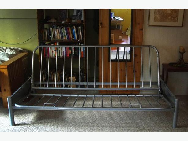 Simple Metal Futon Frame