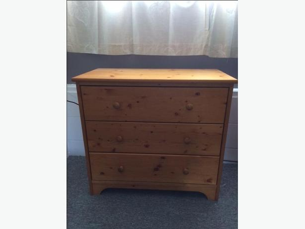 3 drawer pine dresser
