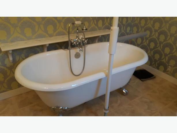 Claw foot tub and faucet