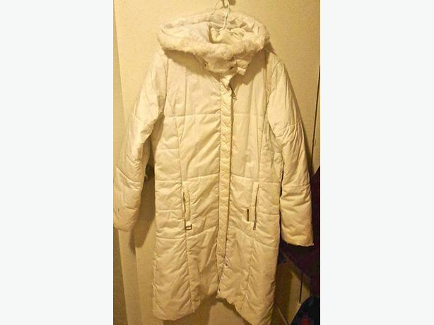 SIZES MED WINTER WHITE JACKET 25$