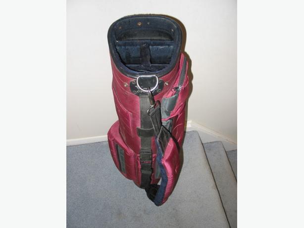 Lightweight Burgundy Golf Bag