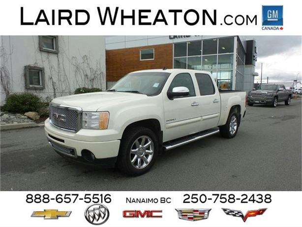 2013 GMC Sierra 1500 Denali AWD w/ Ultrasonic Parking Assist