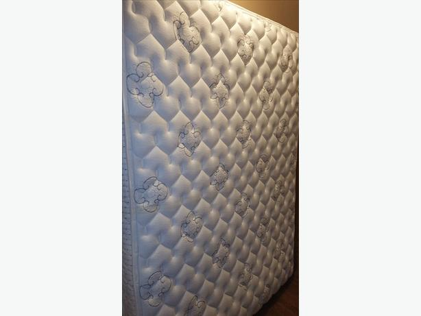 QUEEN  MATTRESS & BOXSPRINGFRAME