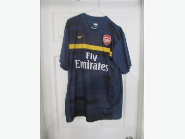 Arsenal Nike Jersey.  Fly Emirates.  Stitched patch. Men's L