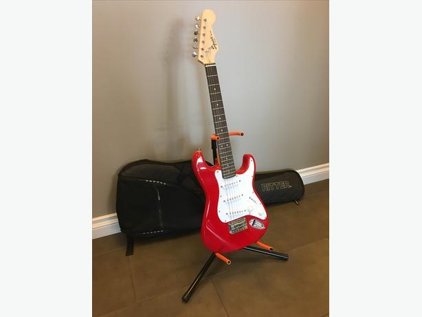 fender squire electric guitar with soft case north regina regina. Black Bedroom Furniture Sets. Home Design Ideas