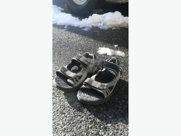 Boy's Sandals Size 7-8