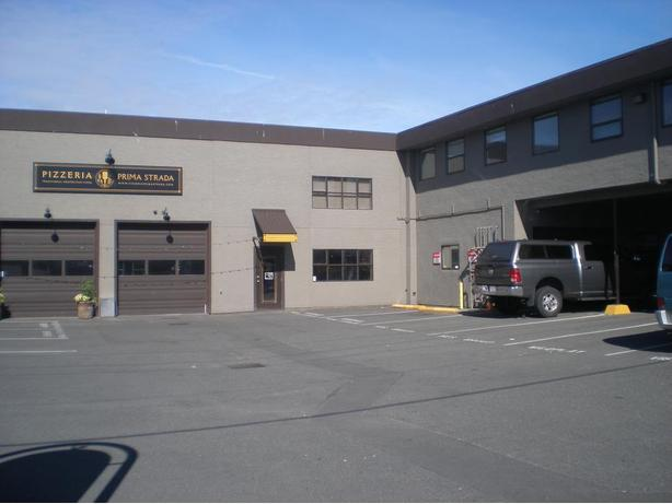 Prime commercial industrial flex space for lease for Flex space
