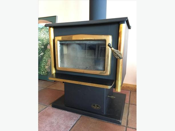 Wood Stove Osburn 1600 Only 2 Years Old Saanich Victoria