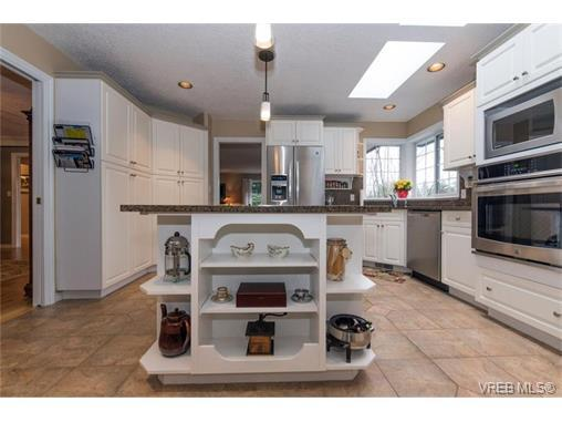 Hand scraped oak floors Granite countertops beautiful appliances West ...