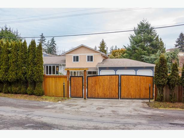 41 acre private property w triple tandem garage west for Tandem garage