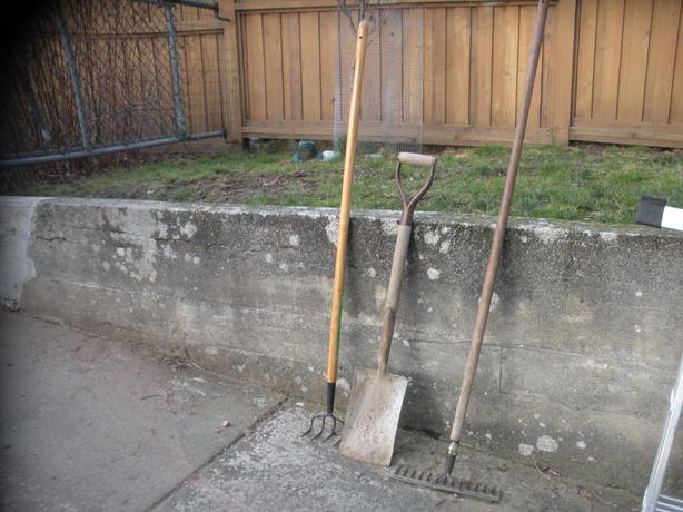 Set of gardening tools saanich victoria for Gardening tools required