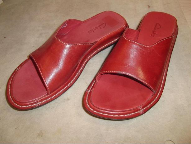 New Ladies Clark's Leather Sandals (Size 6 1/2 M)