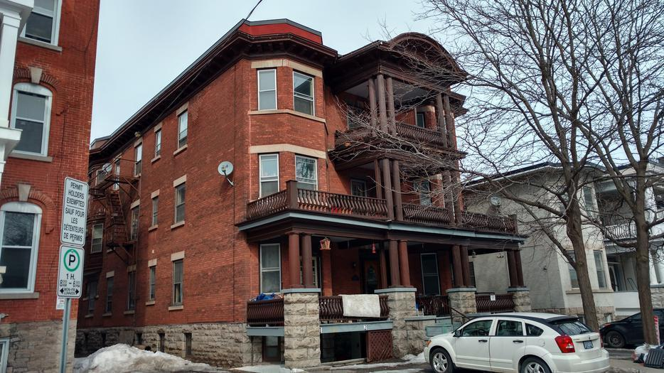 1 Bedroom Sandy Hill Apartment 255 Daly Ave Central