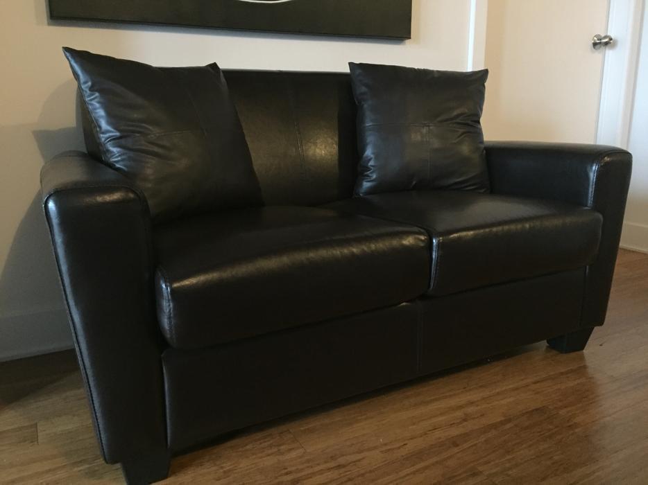 Canap semi cuir brun brown faux leather sofa for Sofa cuir liquidation montreal