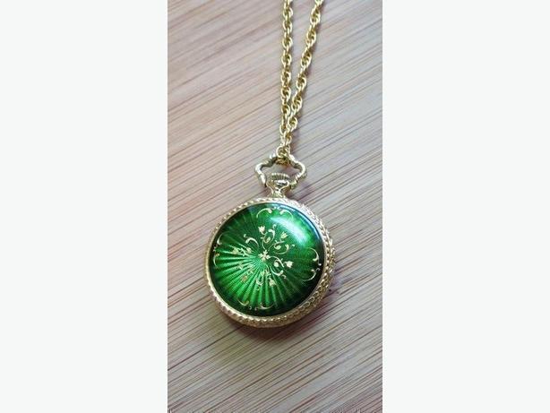 Emerald green 70s Caravelle Swiss-made pendant watch