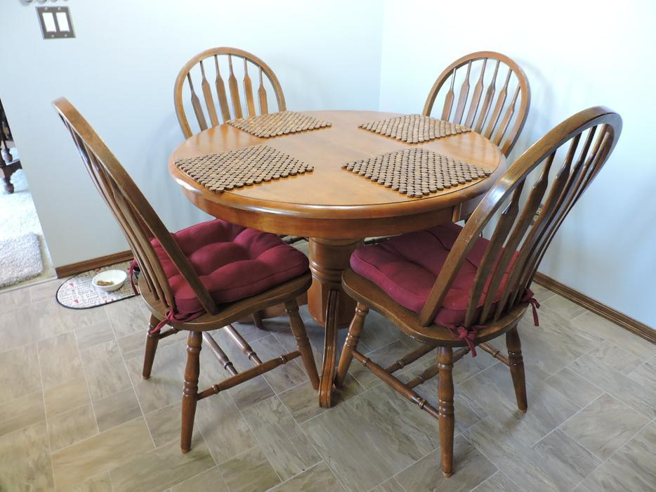 Used Victoria Kitchen Table And Chairs