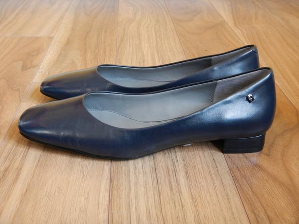 "NWT Etienne Aigner Navy Blue ""Diza"" Leather Pumps Size 8"