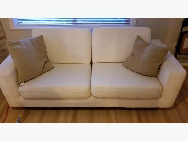 Fabric sofa and glass coffee tables pick up only central for Sofa central table