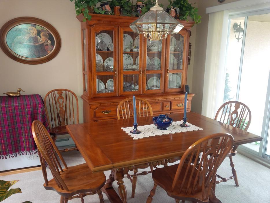 Koehler Dining Room Table 10 Chairs Matching Buffet And