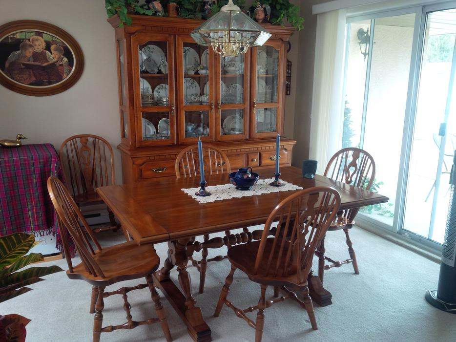 Koehler dining room table 10 chairs matching buffet and for Dining room tables victoria