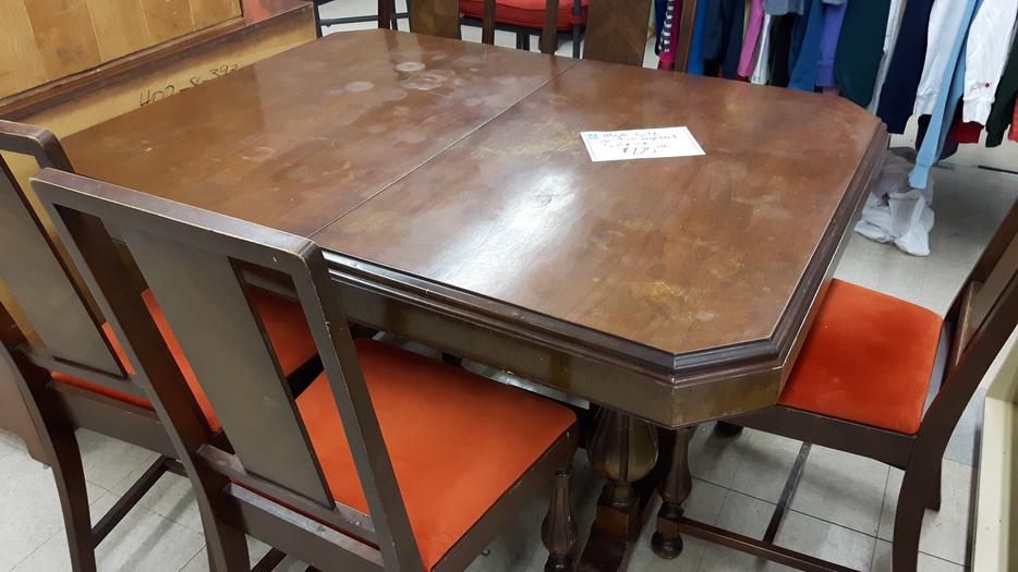 Vintage Dining Room Table And 5 Chairs For Sale At St