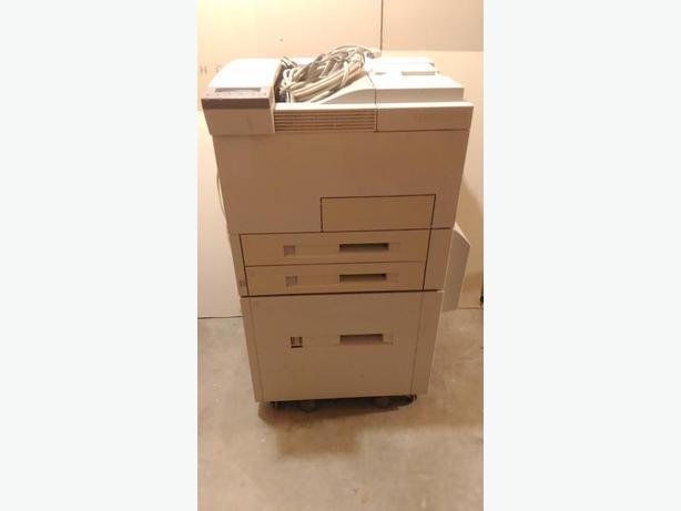 HP 5Si printer w/ 2000 sheet hopper