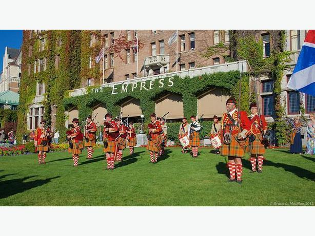 Pipers and drummers - Join the 78th Fraser Highlanders