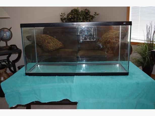 Hagen Fish Tank and accessories 33 Gallon