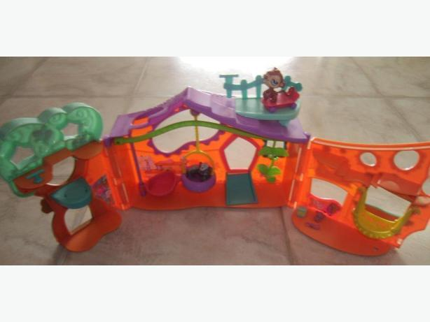Littlest Pet Shop Orange Club Tree House Playset 13 ""