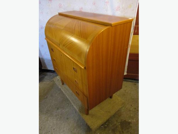 ESTATE 1960S TEAK ROLL TOP DESK