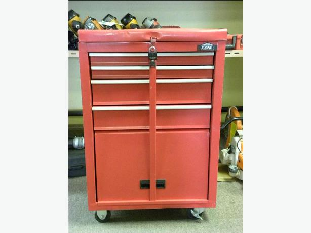 jobmate locking 4 drawer rolling tool chest victoria city victoria. Black Bedroom Furniture Sets. Home Design Ideas