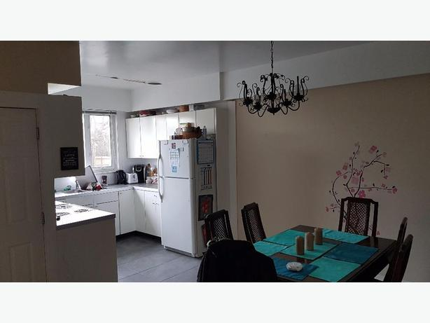 3 Bedroom Upper Downtown Victoria City Victoria