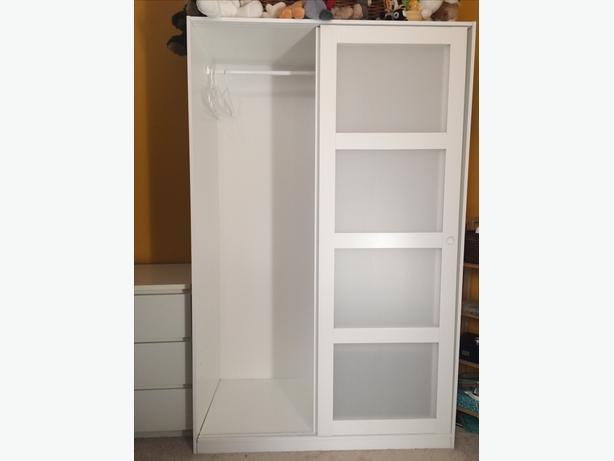 ikea kvikne wardrobe with 2 sliding doors oak bay victoria mobile. Black Bedroom Furniture Sets. Home Design Ideas