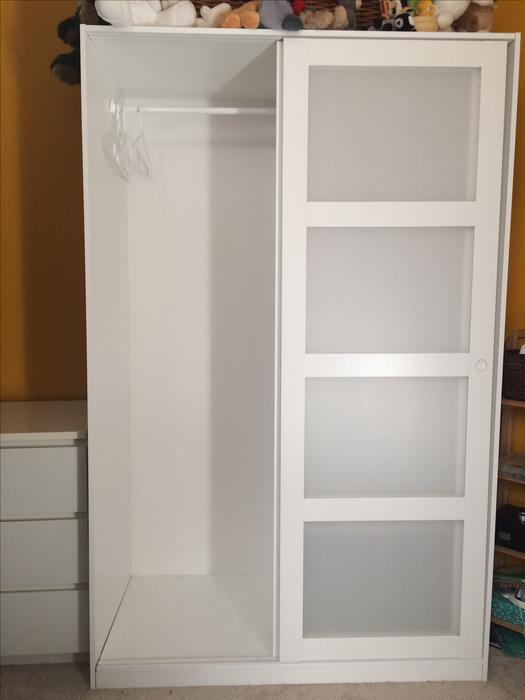 Adesivo Para Carenagem De Kart ~ IKEA KVIKNE Wardrobe with 2 sliding doors Oak Bay, Victoria