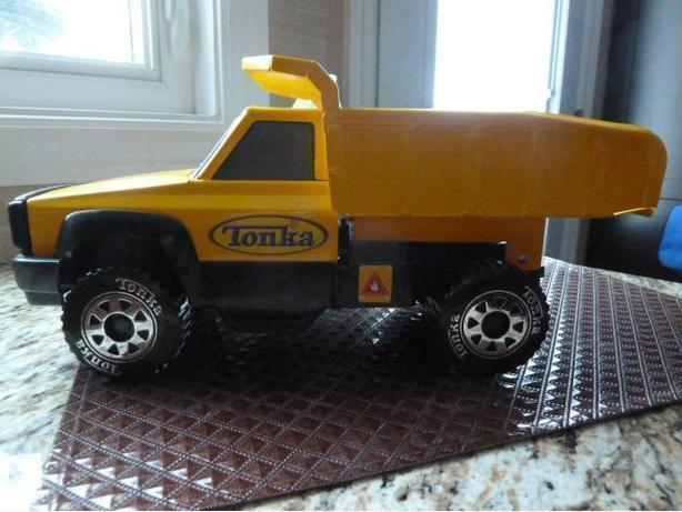 TONKA Classics Yellow Steel Quarry Dump Bed Truck