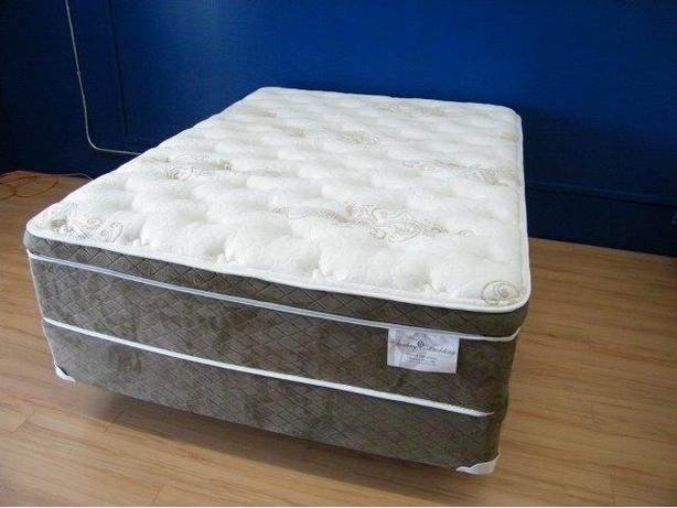 BIG SAVINGS ON FLOOR MODEL LUXURY QUEEN POCKET COIL MATTRESS SET