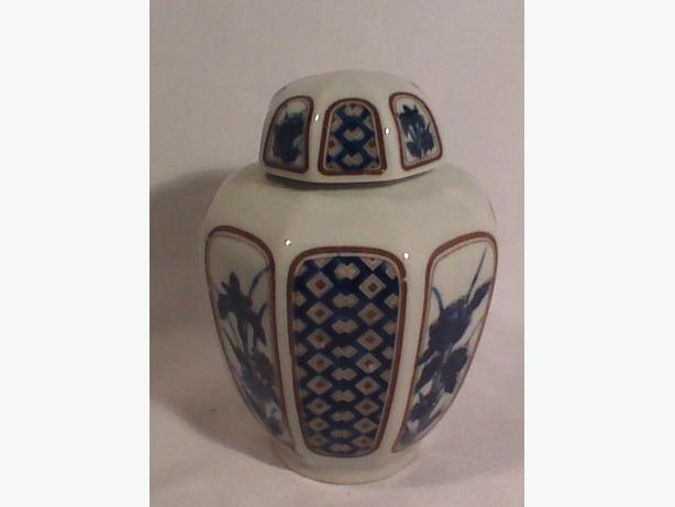Japanese tea caddy or ginger jar