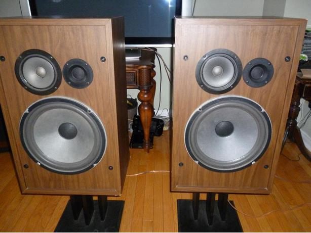 Vintage Cerwin Vega HED 39P 3 way Speakers w/ 12 inch woofers